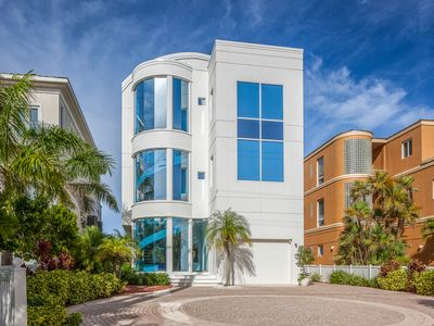 Photo for Contemporary Beach Front Living