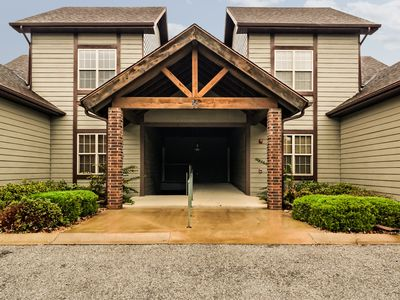 Photo for Walk-in/Pet Friendly/Updated/1 Mile to Silver Dollar City