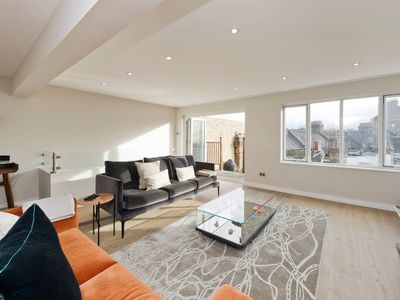 Photo for Large 1-Bed w/ Roof Terrace near Battersea Park