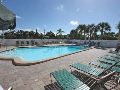 Beachfront Bargain, Free Wi-Fi & Cable, 4 TV's, Heated Pool, Parking, Gas Grill- 214 Holiday Villas