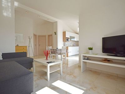 Photo for Cosy apartment for 6 guests with pool, A/C, WIFI, TV and parking