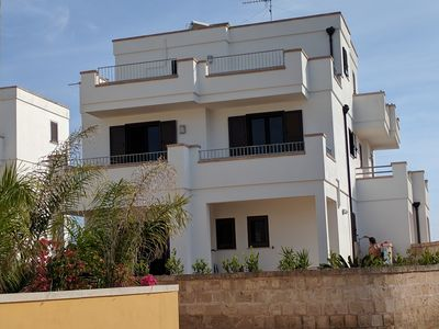 Photo for Enchanting Villa on three floors with air conditioning, wifi, garden, parking space
