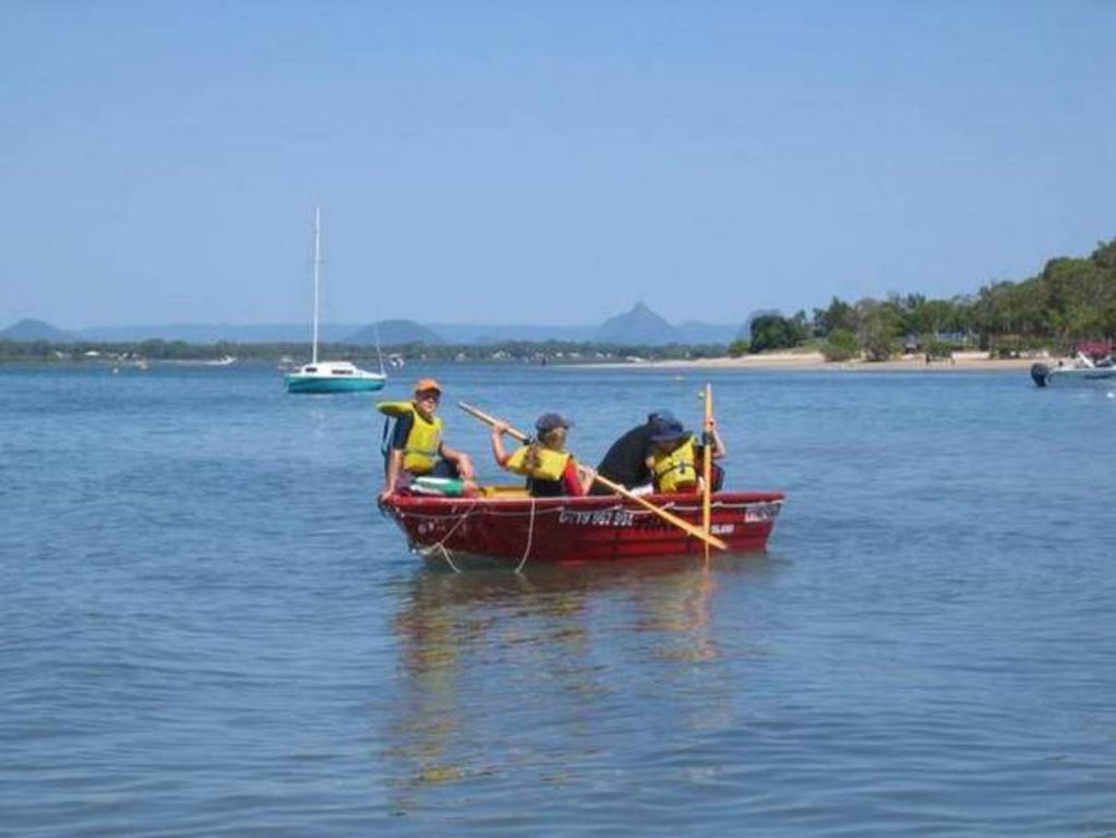 BOATHOUND PACIFIC HARBOUR Bribie Island