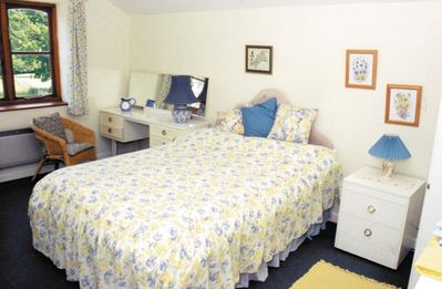 Photo for 4 bedroom property in Bettiscombe. Pet friendly.