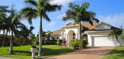 Photo for Deluxe villa, southwest facing, heated pool & spa, large corner lot, Gulf access