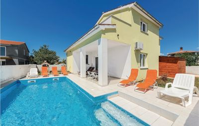 Photo for 4 bedroom accommodation in Valbandon