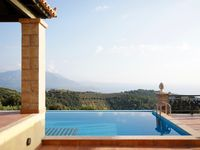 Great villa, lovely pool, amazing views of the sea and mountains