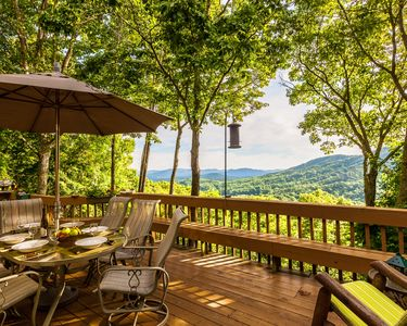 EAGLES NEST HIDEAWAY- TOTAL SECLUSION & PRIVACY, LUXURY , MAJESTIC VIEW, HOT TUB