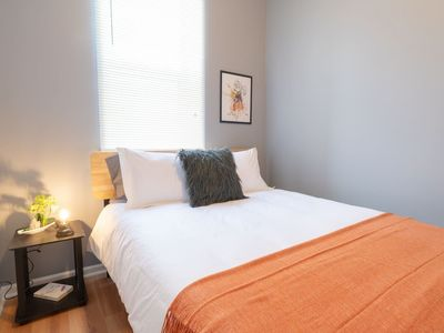 Photo for Brillo 2 Bed Downtown Pilsen | Stratus by Cloud9