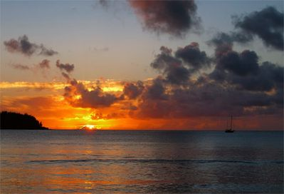 GORGEOUS SUNSETS! EVERY NIGHT ENJOY THE SUNSET FROM THE LANAI!