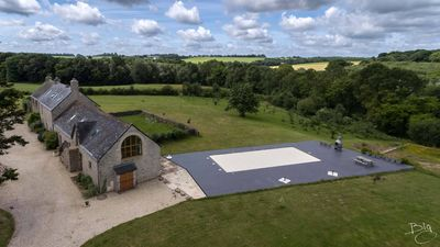 Photo for Beautiful Manor House, with pool in the countryside