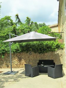 Large parasol for those wishing to be in the shade.