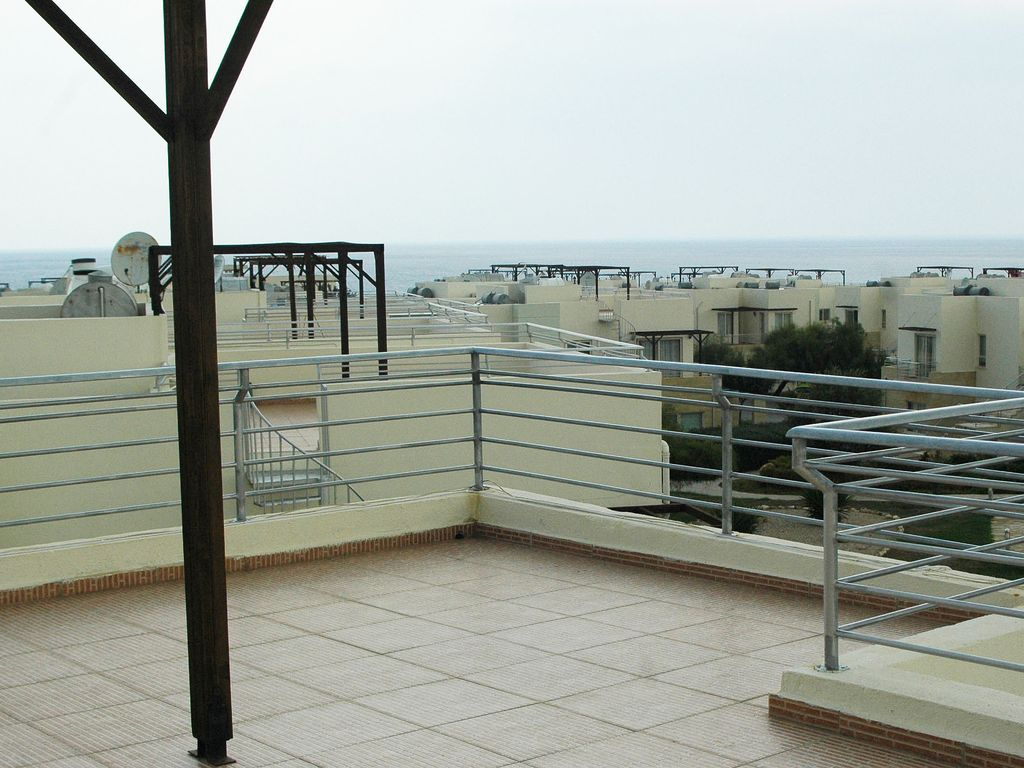 Penthouse apartment 2 bedrooms one en suite sea and for Balcony nicosia