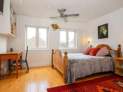Photo for Spacious Studio in Kew with lots of light