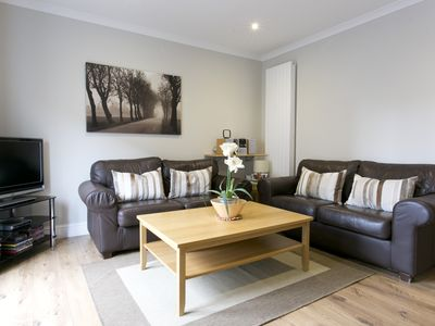 Photo for Serviced 2 bedroom, 2 bathrooms, fully furnished with a city centre location