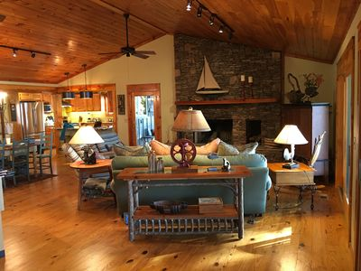Lovely Mountain Lakefront Vacation Home with Wonderful Views!