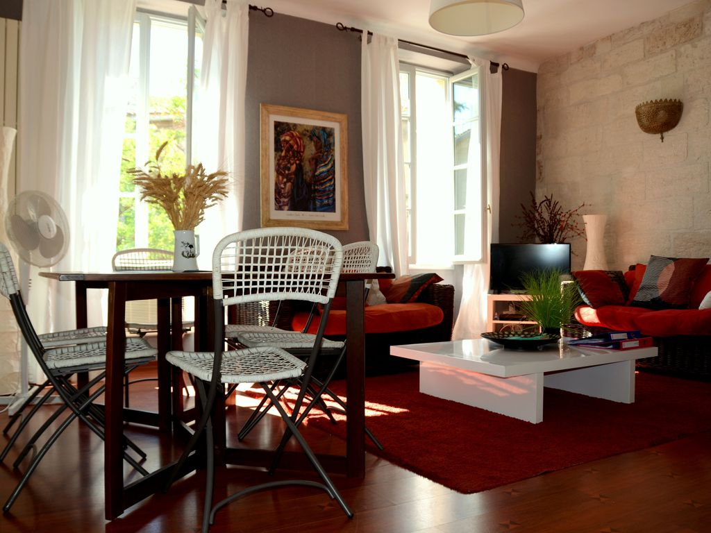 The Appt Is Located In The Heart Of Downtown 5 Minutes From Avignon