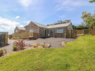 Photo for BE OUR GUEST COTTAGE, pet friendly in Truro, Ref 1008401