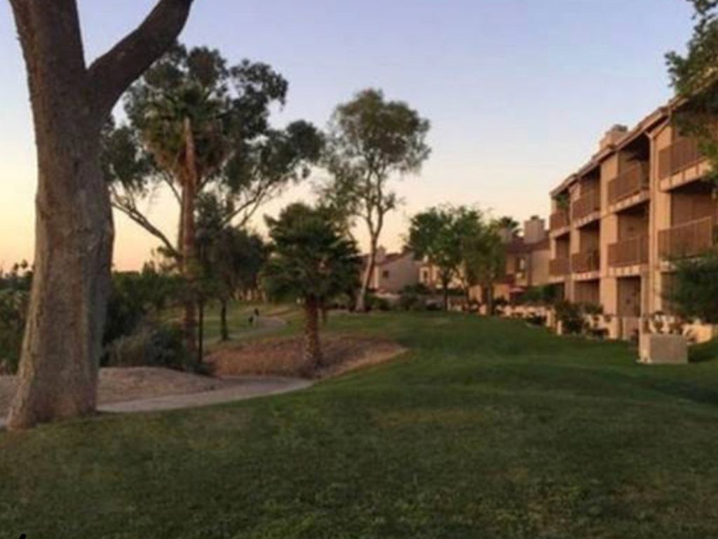 Private Master Suite Directly On Golf Course! Bike to Old Town Scottsdale!
