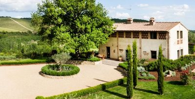 Photo for Capanna Cerreto- 6 bd modern and rustic villa with saline pool in Chianti