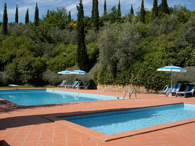Photo for Nice apartment with pool, WIFI, TV, pets allowed and parking, close to San Gimignano
