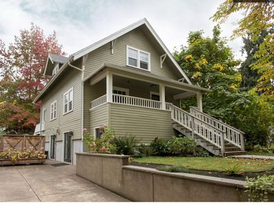 Photo for Beautiful, Well Appointed, Large Home, 2 blocks from UofO, 3 Bedroom+, 3 bath