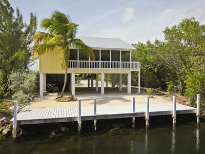 Enjoy your privacy and space while home. Dock to ocean in just minutes!