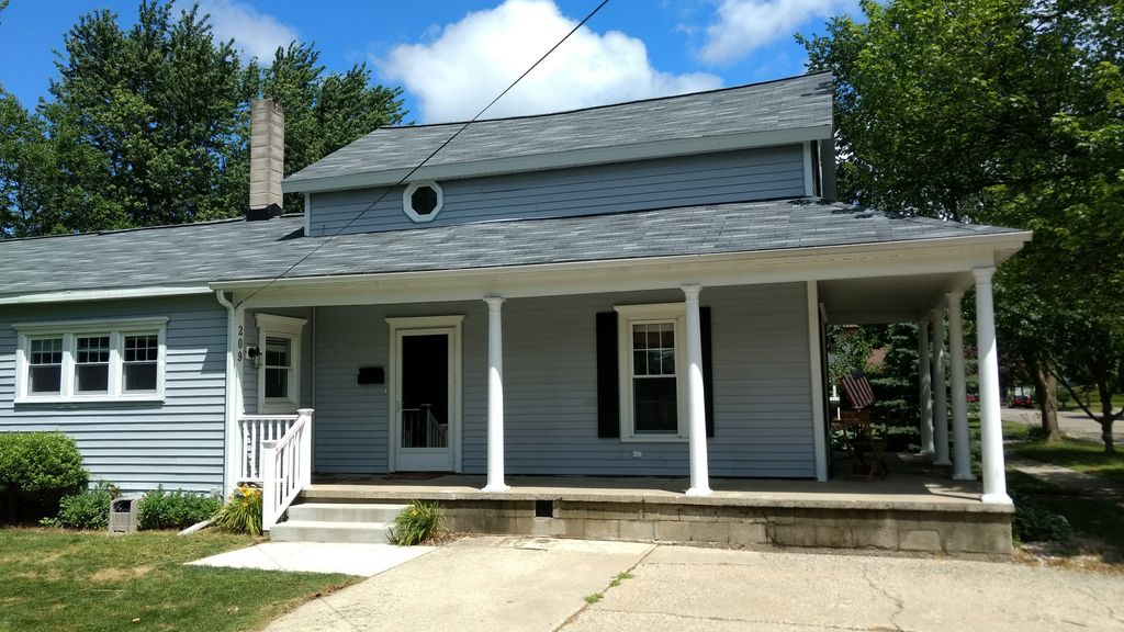 Newly Available Weekly Rental 3br 2ba In The Heart Of