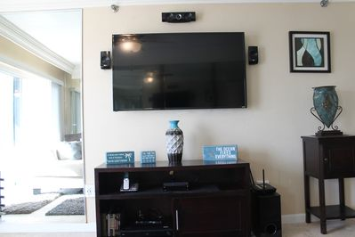 Living Room: 55' TV, Cable TV, DVD Player, Telephone, Internet, Surround Sound