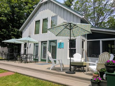 Photo for Sunny Oaks Cottage. Cozy comfort in town. Wifi. Beautiful, clean and sunny.