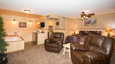 "Photo for Upper Canyon Inn & Cabins - ""Lodge 5"" - Romantic Whirlpool Suite with Fireplace"