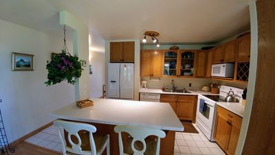 Photo for Airy upstairs/corner unit overlooking golf course, tropical!
