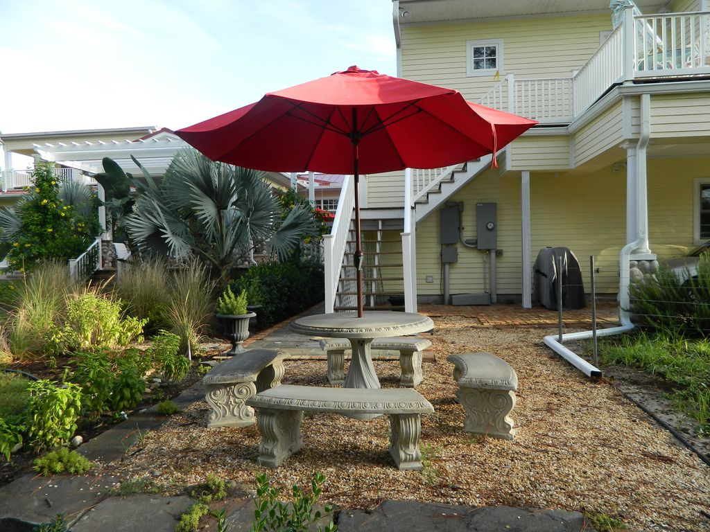 Key West Style Cottage On 2.5 Acre Estate (Secluded)  Very Quiet!