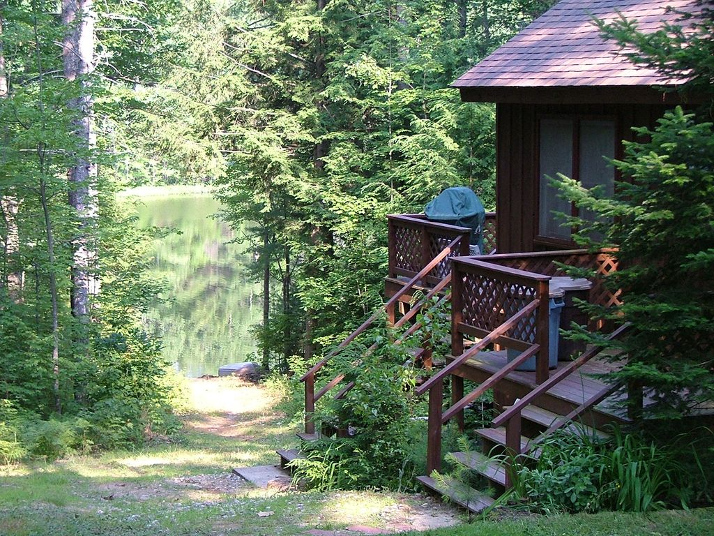 Maine waterfront country cabin homeaway for Cabin rentals in maine with hot tub