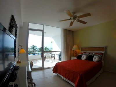 Great master-suite w/queen bed, kitchen, cable, WiFi, large balcony w/BBQ grill.