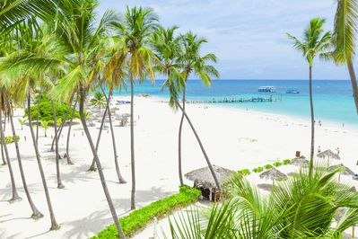 One of the most beautiful beaches of Bavaro is a few steps from the apartment