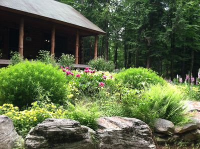 Welcome to the Perry Pond Paradise log cabin