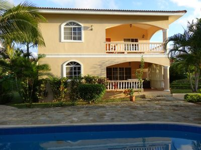 3BD villa with private pool, guest-friendly and walking distance to everything