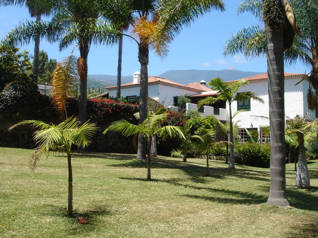 Beautiful Villa In Exclusive 5 000m2 Botanical Garden With