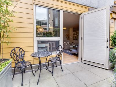 Photo for Dog-friendly South Lake Union condo w/ great amenities!