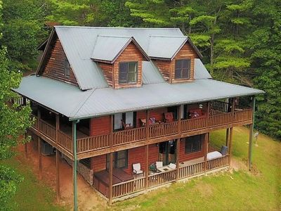 Photo for Beautiful Horizon 4 bedroom cabin with hot tub, mountain views, pool table