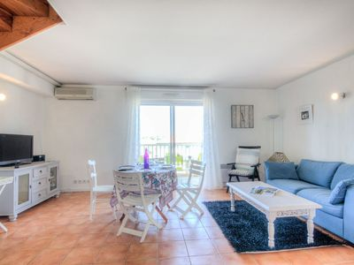 Photo for Lovely apartment for 4 guests with WIFI, TV and parking