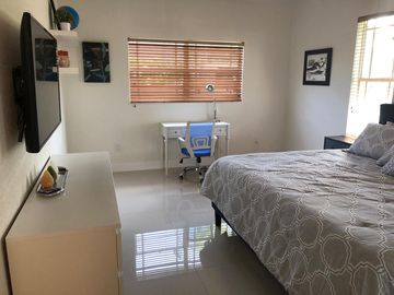 Cozy 1 bedroom apartment near UM and Baptist Hospital