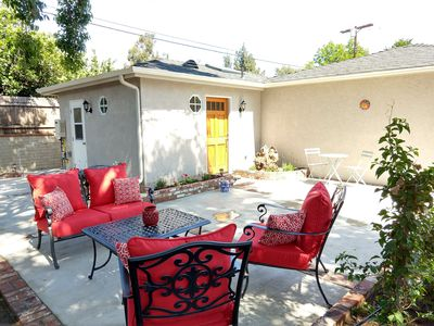 Photo for Darling studio-style home in heart of LA!