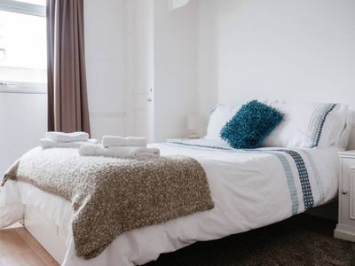 Photo for London Docklands Apartment, 3 Bed Duplex, Balcony, 2 Minutes to Metro