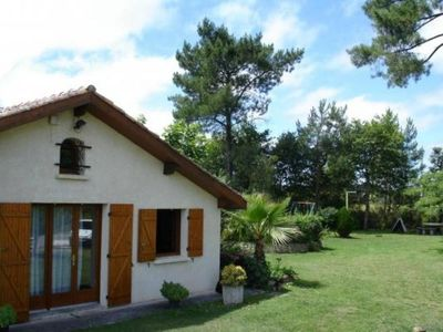 Photo for large villa quiet 6 to 8 people. 1000m2 of garden in the middle of the pines