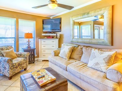 Photo for Beautiful efficiency condo w/ full kitchen, shared pool, hot tub, & beach access