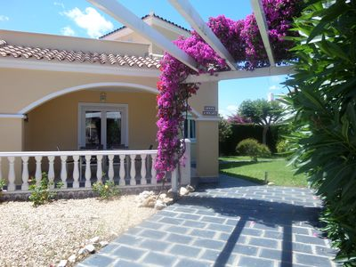 Photo for VILLA 80m2 8 pers non adjoining with closed garden + parking and shared swimming pool