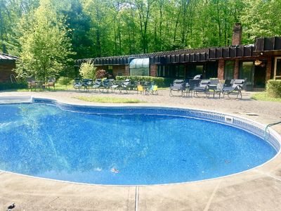 NEW! 14 Acre/5000 Sqft Private Estate Pool Hot Tub Firepit Tennis —LOTS Spaces!