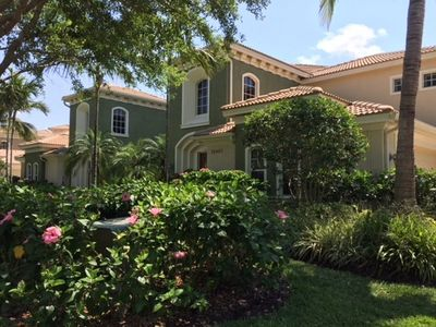 Photo for Beautiful 2 Bed + Den, 2 Bath and Updated Kitchen on Championship Golf Course!